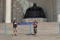 Met Djengis Khan in Ulaanbaatar, de hoofstad van Mongolie - Met Jiminy en Cody de Koningh (2014)