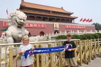 Portret van Mao Zedong bij de ingang van de verboden stad - Met Jiminy en Cody de Koningh (2014)